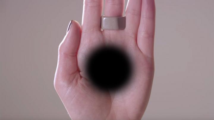Cea mai tare ILUZIE OPTICĂ. Cum faci să-ți apară o GAURĂ NEAGRĂ în palmă (VIDEO)