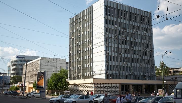 """BNM a blocat un grup de acționari ai MAIB și a retras confirmarea a doi administratori ai """"Moldindconbank"""""""