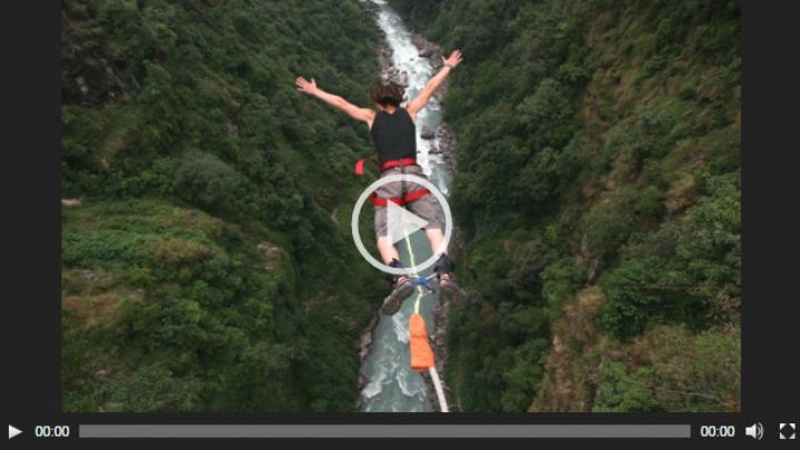 Bunicul care sfidează gravitaţia. A sărit în gol de la o înălţime de peste 200 de metri (VIDEO)