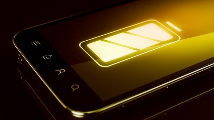 Șase trucuri eficiente prin care poți să-ți faci bateria telefonului să țină mai mult