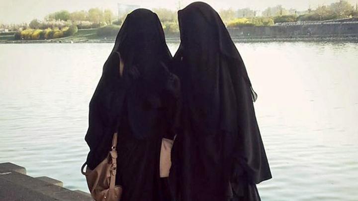 Capitala terorilor. Două femei au filmat pe ascuns în califatul grupării teroriste Stat Islamic