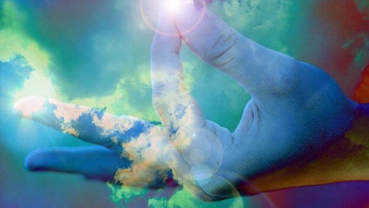 Sunt oamenii programaţi să creadă în Dumnezeu? Ipotezele care explică acest lucru (VIDEO)