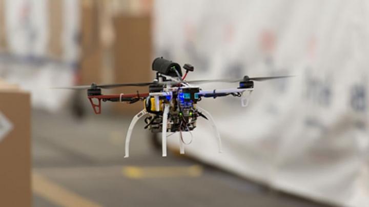 """O echipă de cercetători a creat """"drona-păianjen"""", capabilă să se cațere pe ziduri (VIDEO)"""