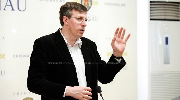 Dorin Chirtoacă se apucă de ERADICAREA CORUPŢIEI din Primăria Chişinău. Pentru început a făcut ASTA