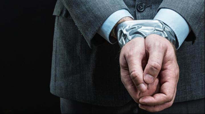 DEZVĂLUIRI! Un fost agent CIA spune cum să-ți eliberezi mâinile legate cu bandă adezivă (VIDEO)