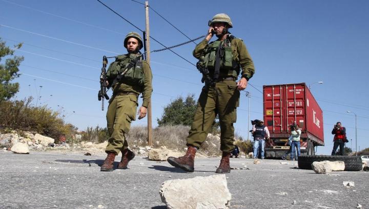 Doi palestinieni, împuşcaţi mortal după ce au înjunghiat un militar israelian