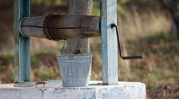 În secolul XXI trăiesc aproape ca în Evul Mediu. Sătenii din Tricolici încă mai cară apă de la fântână