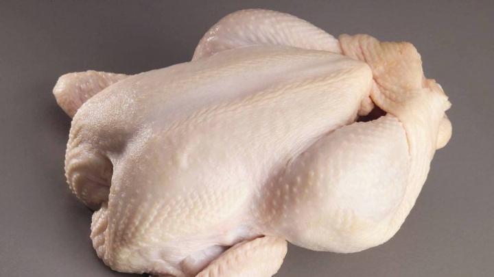 ALARMANT! Ce conţine, de fapt, carnea de pui îngheţată din supermarket
