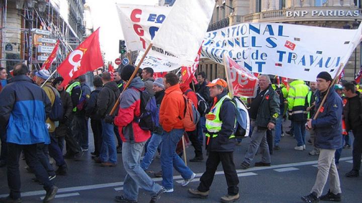 Manifestații în Franța. Zeci de tineri au lansat pietre și sticle asupra forțelor de ordine