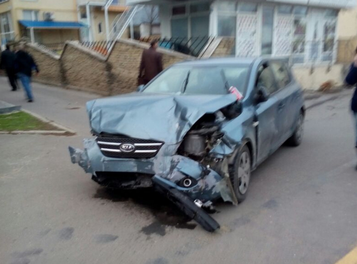 ACCIDENT rutier grav în Capitală. Troleibuzele nu pot circula (FOTO)