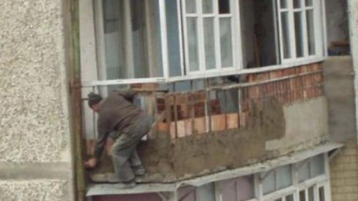 O ADEVĂRATĂ NEBUNIE! Vei rămâne uimit când vei vedea cum arată unele balcoane din Rusia (FOTO)