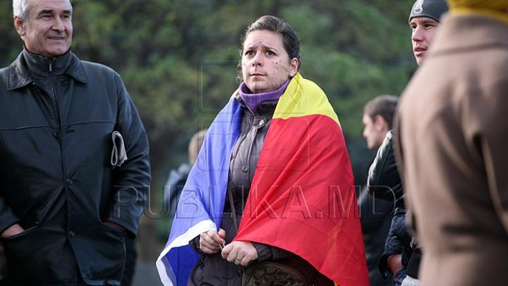 Miting unionist de AMPLOARE! Oamenii marchează 98 de ani de la Unirea Basarabiei cu România (FOTO)