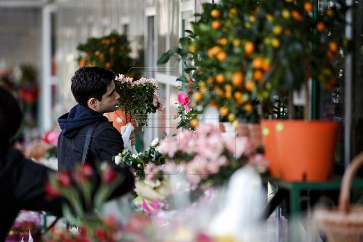 De ziua ta, FEMEIE! Bărbații au dat buzna la florării pentru a-și bucura iubitele (FOTO/VIDEO)