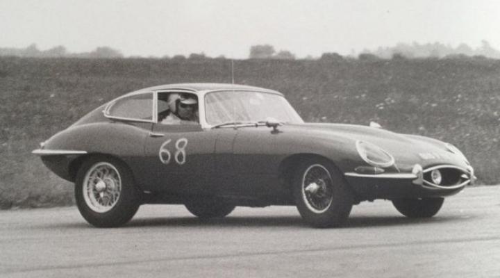 Un Jaguar E-Type original, găsit într-un hambar. Au ÎNCREMENIT când au aflat cui îi aparținea (FOTO)