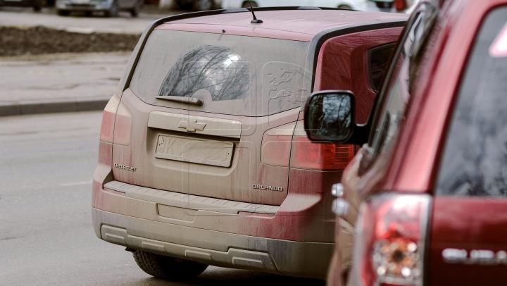 NO COMMENT! Cum şi-au parcat maşinile unii şoferi din Capitală (FOTO)