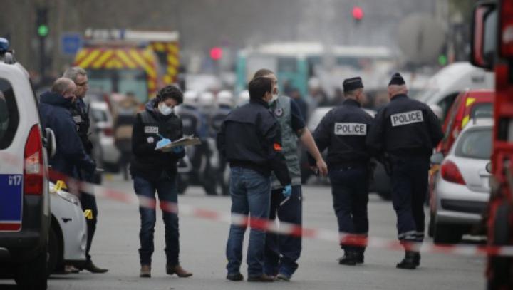 ATAC ARMAT la Paris. Un bărbat a fost transportat de urgență la spital