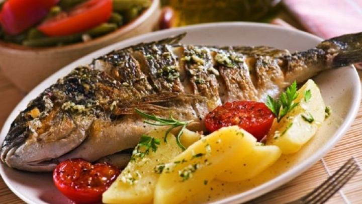 TRUCURI simple şi utile! Scapă de mirosul de peşte în câteva clipe