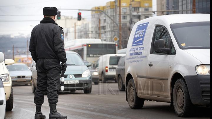 Avertizări, procese verbale și puncte de penalizare. Mai mulţi şoferi, opriţi în trafic (VIDEO)