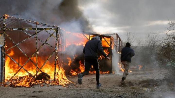 Ciocniri sângeroasă într-un câmp de refugiați: O persoană a murit, iar alte 20 au fost rănite