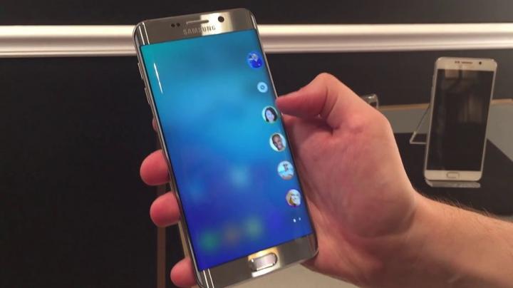 INCREDIBIL! Cum arată un Samsung Galaxy S7 Edge strivit de o presă hidraulică (VIDEO)