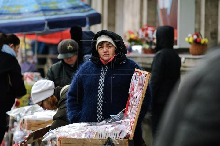 Mare forfotă în Capitală. Comercianiţi au împânzit Chişinăul cu mărţişoare inedite (FOTOREPORT)