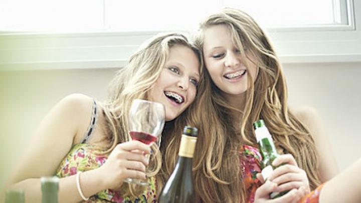 Elevă internată în comă alcoolică la spital. Cum s-a întâmplat totul