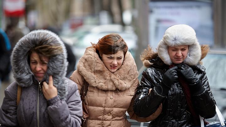 """HAZ DE NECAZ! Vântul puternic face """"victime"""" într-un oraș din Rusia (VIDEO AMUZANT)"""