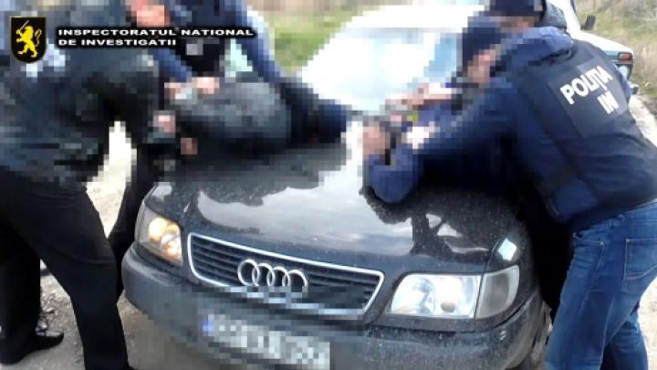 Ca în anii '90. ORIBIL ce le făceau victimelor pentru a estorca bani (FOTO/VIDEO)