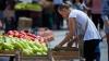 Fructele şi legumele moldoveneşti au apărut în piaţă. DE CE sunt nemulţumiţi cumpărătorii
