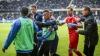 Incidente la un meci de fotbal în Suedia! Derbyul dintre Goteborg şi Malmo a fost suspendat
