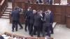 Îmbrânceli la Parlament. Socialiştii au sărit la bătaie după discursul lui Ghimpu (VIDEO)