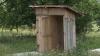 DEZASTRUOS! Copiii de la grădiniţa din Şamalia se spală într-un lighean şi merg la toaleta din curte