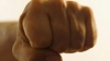 CLIPE DE GROAZĂ! Un tânăr, bătut cu cruzime şi jefuit în cartierul Telecentru al Capitalei (VIDEO)