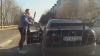 RAMBO DE STRĂŞENI. Cine este şi ce pedepsă riscă şoferul care a ieşit cu bâta din maşină