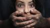 ŞOCANT! O mamă a căutat pe Internet bărbaţi care să îi violeze fiica de 10 ani