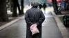 Zeci de bătrâni din Capitală sunt nevoiţi să-şi vândă obiectele personale, pentru a supravieţui