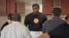 LeBron James s-a făcut chelner. Totul de dragul poantei