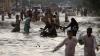 Natura face RAVAGII în Pakistan. Zeci de persoane au murit în urma inundaţiilor devastatoare
