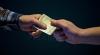 PRINSE ÎN FLAGRANT! O poliţistă din Cantemir şi secretara Consiliului orăşenesc împărţeau 1.000 de euro mită
