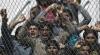 REVOLTĂ într-o tabără de refugiați. Mai mulţi migranți minori au recurs la acțiuni violente