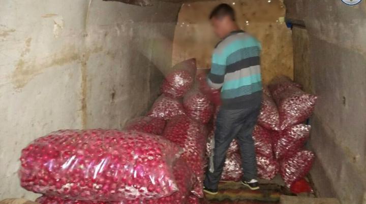 Oprit de vameşi, un bărbat s-a ales cu o amendă de mii de lei pentru ce transporta în marfar