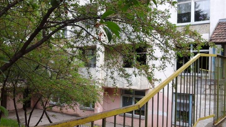 ALERTĂ la o școală din Capitală! O sală de clasă a fost distrusă (FOTO/VIDEO)