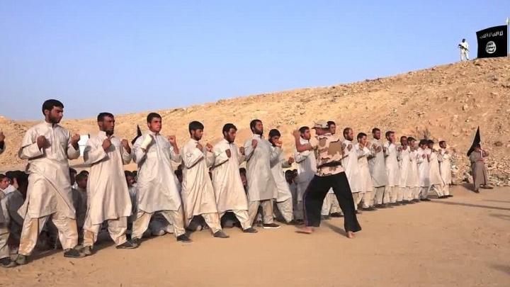 Gruparea teroristă ISIS au publicat un video de propagandă cu antrenamentele jihadiştilor (VIDEO)