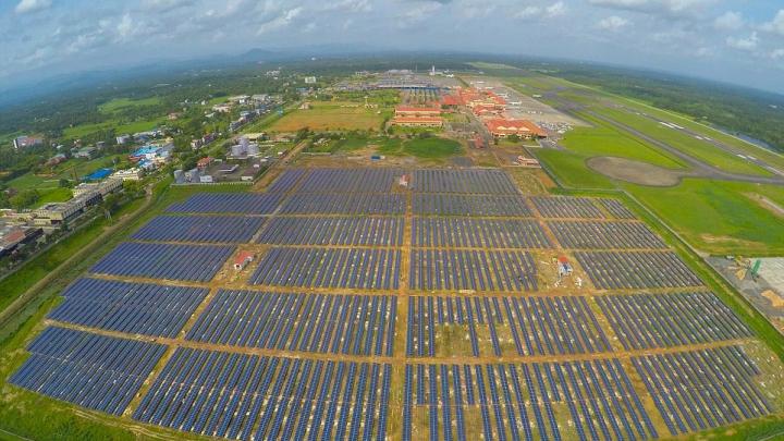Unde se află primul aeroport care utilizează EXCLUSIV energie solară