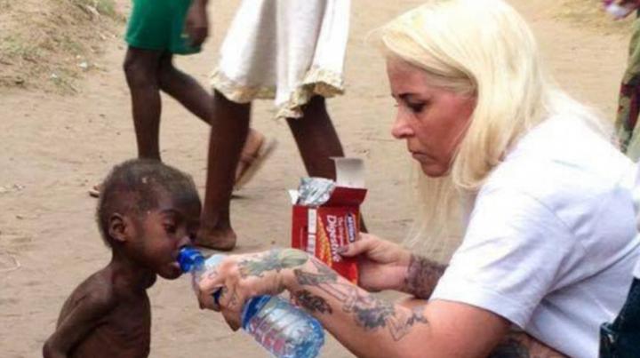 Dragostea şi grija pot face MINUNI! Băieţelul malnutrit din Nigeria este de nerecunoscut (VIDEO)