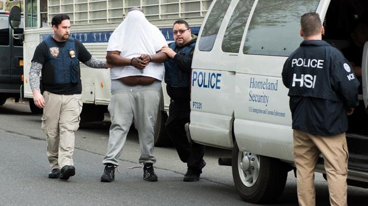 Poliţia face ISTORIE în New York! Peste 100 gangsteri, ARESTAŢI