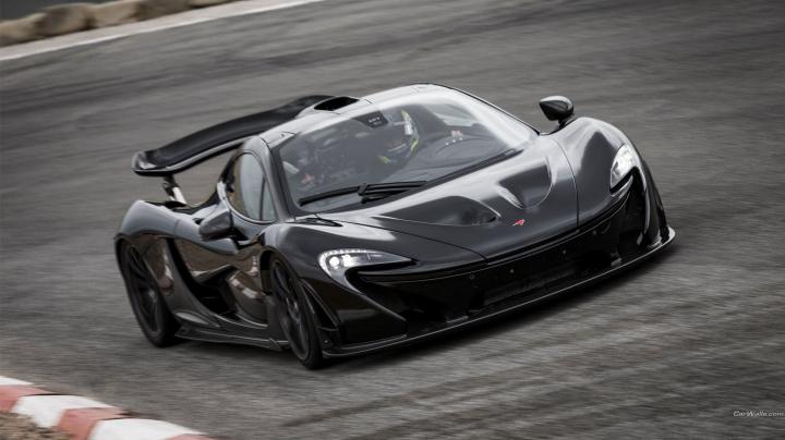 McLaren P1 vs. Porsche GT3 RS! Urmărire ca în filme pe o şosea spectaculoasă