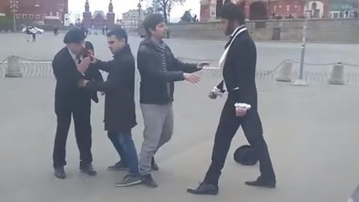 Puskin şi Lenin s-au luat la bătaie în Piaţa Roşie din Moscova