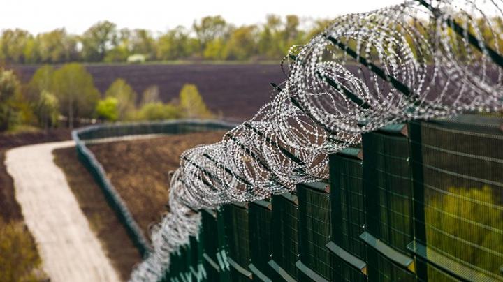 (FOTO) Gardul e gata. Ce DISPOZITIVE DE PROTECŢIE a instalat Ucraina la frontiera cu Rusia