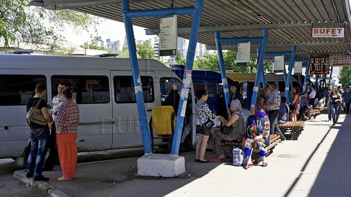 Ministrul economiei: Tarifele pentru călătoriile cu transportul vor creşte treptat